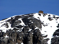 The lookout is visible atop the summit once you reach the plateau.